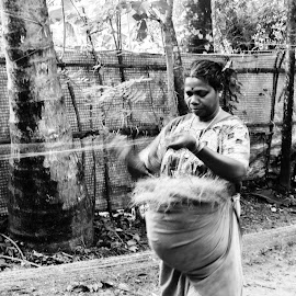 Making Ropes by Sristi Yadav - Novices Only Portraits & People ( making ropes, black and white, female, working, women, labour,  )