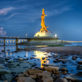 Macau - Kun Iam Statue - Ponte Da Amizade by Fa Ve - Buildings & Architecture Statues & Monuments ( water, statue, science center, macau, stone, night, bridge, ponte da amizade, reflex, kun iam statue, china )