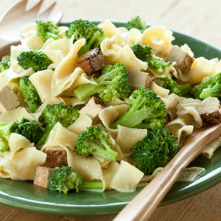 Cashew Noodles with Broccoli and Tofu