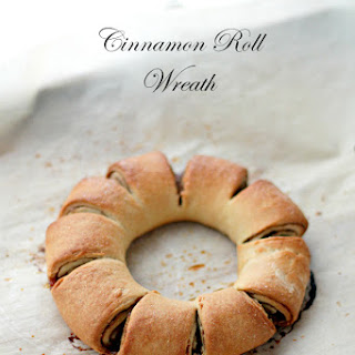 Cinnamon Roll Wreath