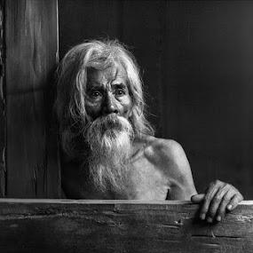 the old man by Yuni Herawati - Black & White Portraits & People ( old, alone, man )