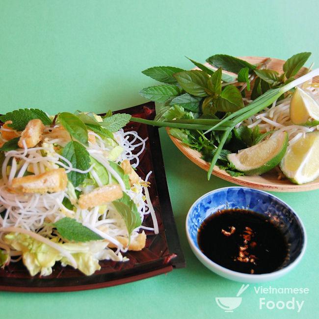 Ingredients of Vietnamese Vegetarian Noodle Salad (Bún Chay) Recipe ...