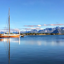 by Bente Agerup - Transportation Boats ( nature, blue, boats, ocean, lake )