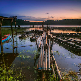 Morning in Tamblingan by Bayu Adnyana - Landscapes Travel ( bali, tambilangan, lake, sunrise, boat )