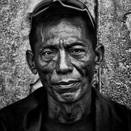 Bold by Ferdinand Ludo - People Portraits of Men ( downtown cebu city, manalili street, sunday bystander )