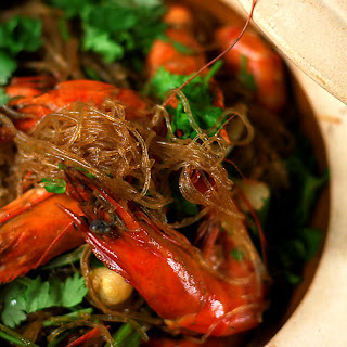 Prawns Roasted With Vermicelli Noodles (gung Op Wun Sen)