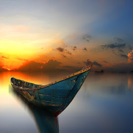 kapal cilik by Indra Prihantoro - Transportation Boats ( sunset, boats )