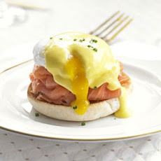 Eggs Benedict with smoked salmon & chives