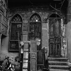 I Am Here by Ahmed ElSheikh - City,  Street & Park  Street Scenes ( blackandwhite, b&w, photokhana, egypt )