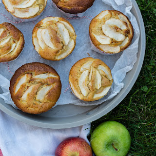 Tiny Apple Cakes