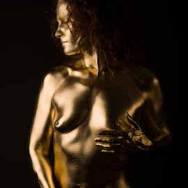 Statuesk by Tomas Fensterseifer - Nudes & Boudoir Artistic Nude ( nude, low key, bodypainting, gold )