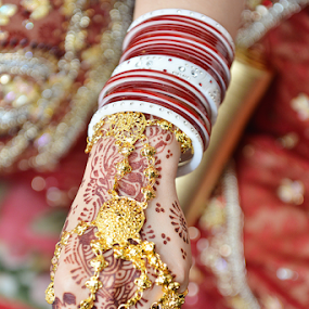 by Zakaria Sahli - Wedding Details ( indianwedding, zakariasahli, colourfull, detail, red, asia, eventpictures, nikon, bride )