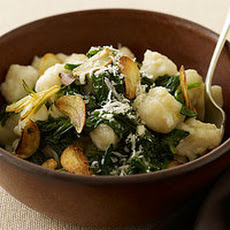 Less-Than-15-Minute Spinach and Gnocchi with Garlic Chips