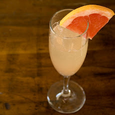 Drinking in Season: Grapefruit and Ginger Sparkler