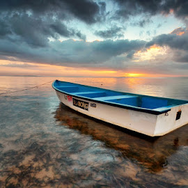 The jukung by Ichsan Photoworks II - Transportation Boats ( bali, nature, indonesia, landscape photography, beach, sunrise, landscape, nikon )
