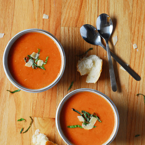 Crockpot Roasted Garlic Tomato Soup