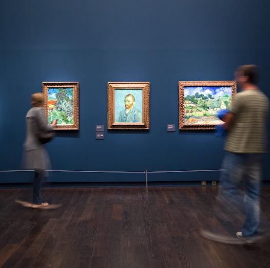 Le parcours de visite est à cette occasion revu. Toute la section post-impressionniste, allant de Van Gogh et Gauguin aux Nabis est ainsi rassemblée au niveau médian dans des salles réaménagées.