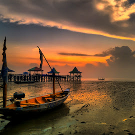 feeling moment by Ahmadz ' - Instagram & Mobile Other ( landscape*beach*kenjeran*lama*surabaya*boat )