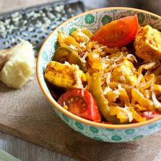 Vegetarian curry with Indian cheese, tomatoes and peppers (paneer jalfrezi)