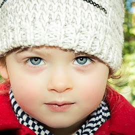 Blue eyes by Vaidotas Maneikis - Babies & Children Child Portraits ( children, kids, portraits, portrait,  )
