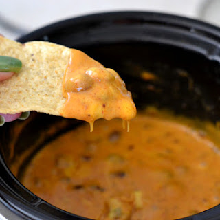 Easy Crock Pot Cheesy Chili Dip