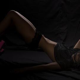 Relaxing.... by Viorel Stanciu - Nudes & Boudoir Boudoir ( boudoir photography, nude, low key, boudoir, relaxing,  )