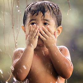 Upppsss..!! by Doeh Namaku - Babies & Children Child Portraits ( protection, photos, crying, baby boy )