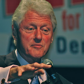 Bill Clinton by Mary Gemignani - News & Events Politics (  )