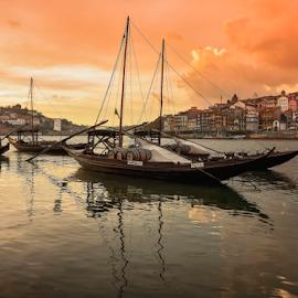 OPorto dry by António Leão de Sousa - City,  Street & Park  Vistas ( canon, water, clouds, vistas, boats, oporto, waterscapes, rivers, douro, porto, Urban, City, Lifestyle )
