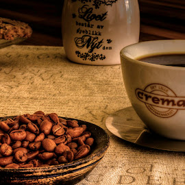 Moments by Sondre Gunleiksrud - Artistic Objects Cups, Plates & Utensils ( hdr, coffee beans, moment, coffee, coffee cup, long exposure, moments )