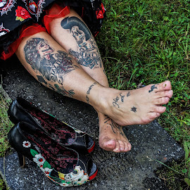 Day of the dead by Stephanie Örjas - People Body Art/Tattoos ( shoes, grass, feet, tombstone, red, tattoos, dress, legs, day, dead, tattoo, black, cross,  )