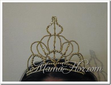 Corona para Reyna en Perlas Doradas…
