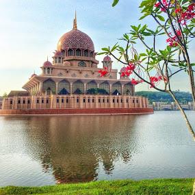 by Rozi Rahman - Instagram & Mobile iPhone ( masjidputra, iphonegraphy, putrajaya, amazingputrajaya )