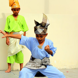 by Leong Jeam Wong - Sports & Fitness Other Sports ( headgear, self defence, silat, bersilat, children, pugilistic, malay, traditional, martial art )