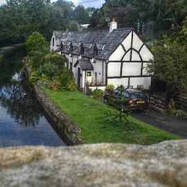 Homes bye Llangollen Canal  by Stephen Lodge - Buildings & Architecture Homes ( wales, cottages, bridge, nikon, homes, llangollen canal )