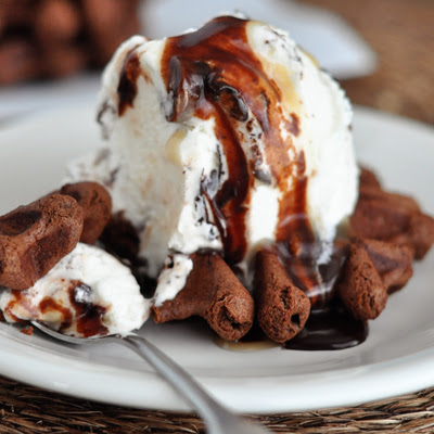 30-Second Chocolate Turtle Cookie Sundaes