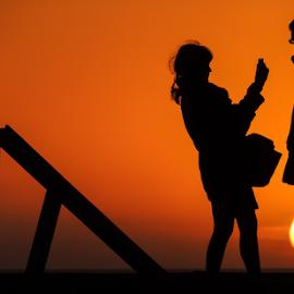 farewell by António Leão de Sousa - People Couples ( costa de caparica, sunset, silhouettes, nikon, sun, couples )