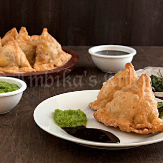 Samosa with Tamarind & Green Chutney