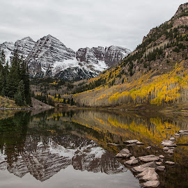 Maroon Bells reflection by David Bair - Landscapes Mountains & Hills ( water, colorful, rocky mountains, fall foliage, colorado, lake, scenic, aspen leaves, mountains, aspen trees, tree, fall, maroon bells, Earth, Light, Landscapes, Views )