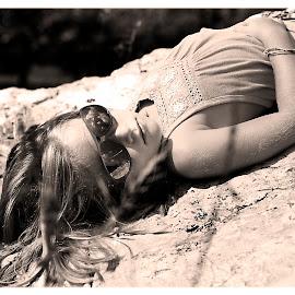 moment of rest by Caroline Girard - Babies & Children Children Candids ( little girl, peaceful, girl, summer, sun )