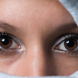 Eyes by Ulrik Gilberg - People Portraits of Women ( color, woman, portrait, close, eyes )