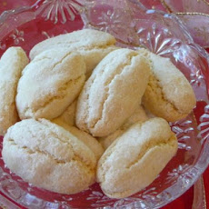 Ricciarelli - Traditional Italian Almond Cookies