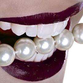 Lust... by Rui Isidro Falacho - Artistic Objects Jewelry ( rui isidro falacho, facetas, pearls, arina, arina kozachuk, smile, teeth, veneers, falacho, object, artistic, jewelry,  )