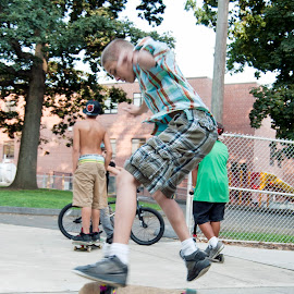 by Colin Anderson - Sports & Fitness Skateboarding