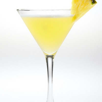 SMIRNOFF SORBET LIGHT™ Tropical Martini