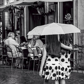 Twins by Flavio Mini - Black & White Portraits & People ( sisters, black and white, umbrella, twins, rain,  )