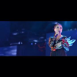 She's diva @tantrisyalindri by Fahrizal Ilmiawan - People Musicians & Entertainers ( vsco, vscocam, kotak, tantri, ladyrocker )