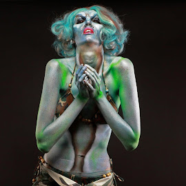 Scary Model by Troy Phifer III - People Musicians & Entertainers ( scary, haloween, lady, bodypaint, bodyart )