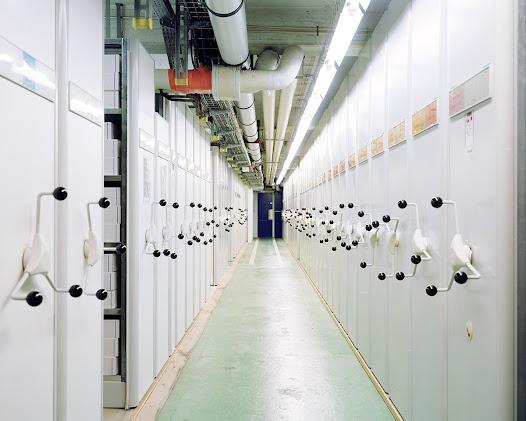 CERN – Geneva  Papieren archieven. Alleen maar 5% van de door de CERN geproduceerde gegevens worden hedendaags overgeschreven