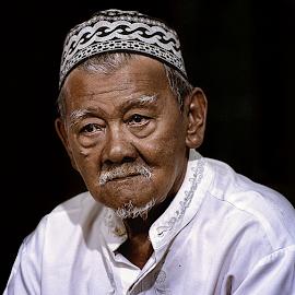 mbah Poniran by Doeh Namaku - People Portraits of Men